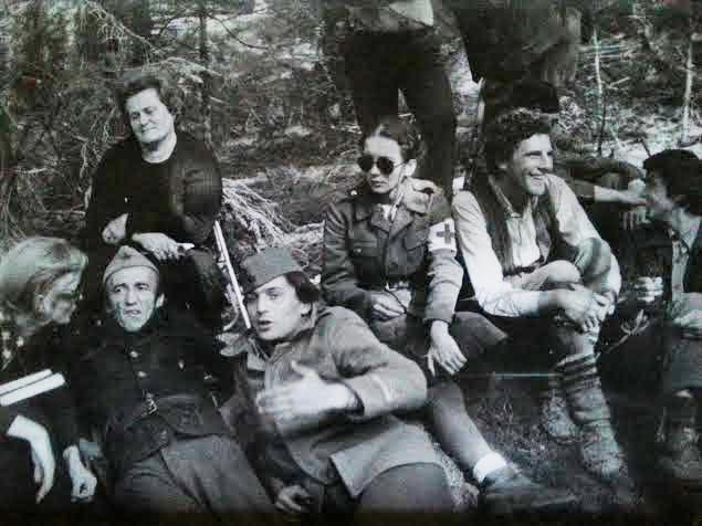 Novine-Veljko M. Vrhovi Zelengore (na slici u lijevom gornjem uglu je i Mileva Mandic, supruga)