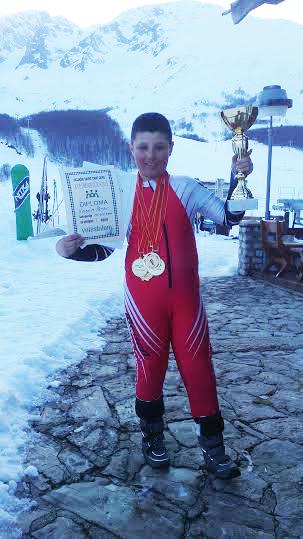 Mladi skijaški as
