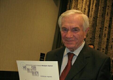 "Profesoru Ratku Božoviću uručena nagrada ""Dialogos"""