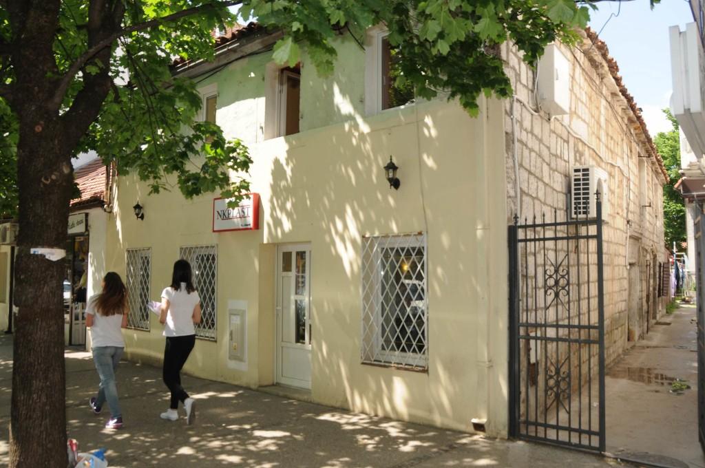 Novine-Kuca Sarika Tare u karadjordjevoj ulici 01