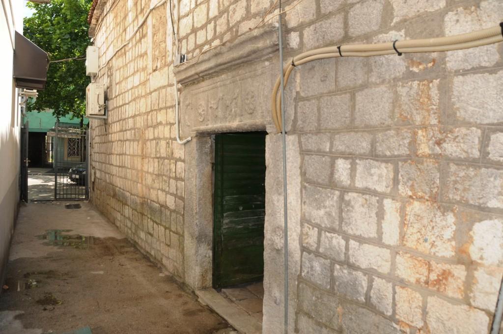 Novine-Kuca Sarika Tare u karadjordjevoj ulici 02