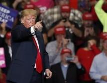 """Tramp traži podršku birača: """"Sve što smo postigli je u igri"""""""