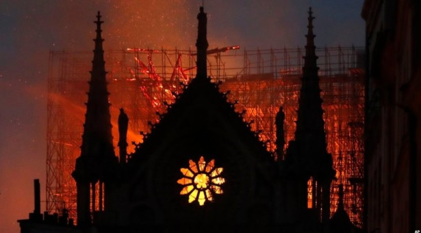 Ugašen požar, Notre Dame čeka obnovu