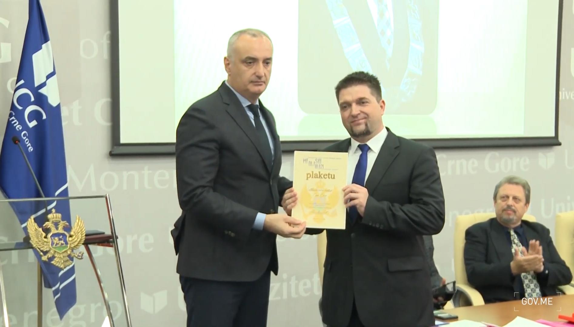"""Uručena nagrada """"Dialogos"""": Kredibilna istraživanja medija od značaja za čitav region"""