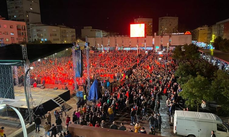 Hiljade građana dočekalo vaterpoliste: Ovo je vječna ponosna zemlja naša!