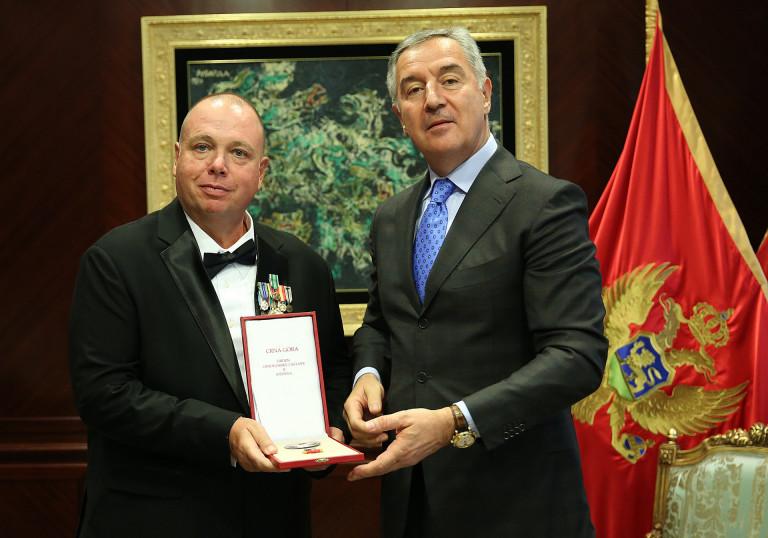 Đukanović uručio orden crnogorske zastave pravnom savjetniku u Ambasadi SAD-a
