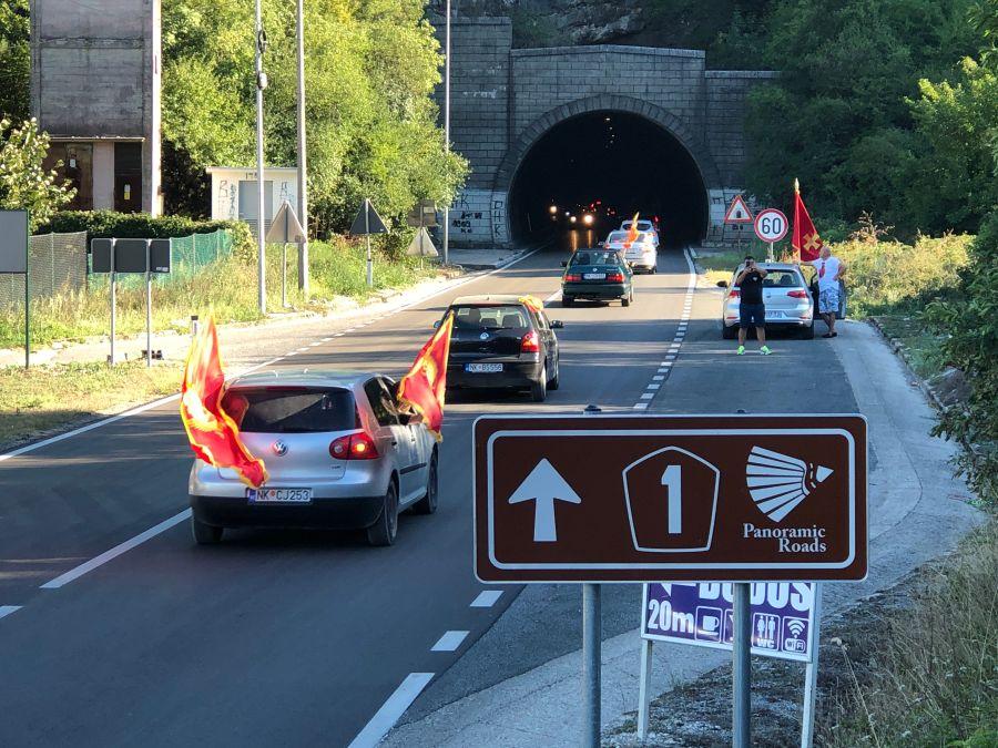 Kolone vozila stižu na skup u Podgorici
