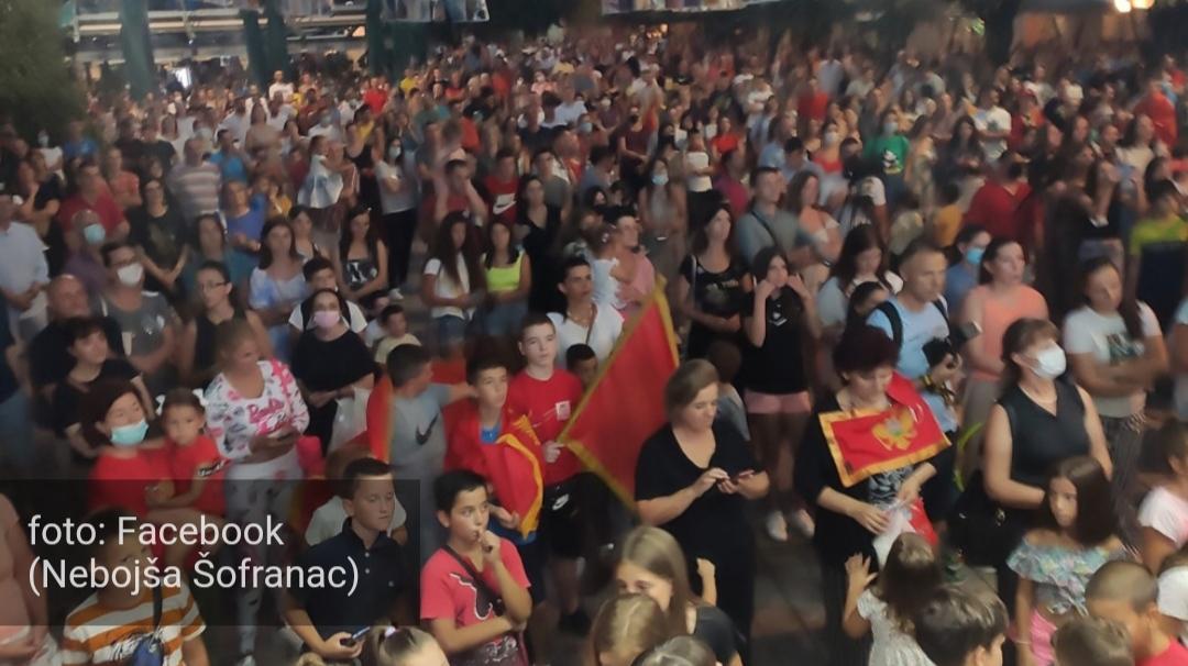 Ovacije za Mariju Vuković na punom cetinjskom trgu